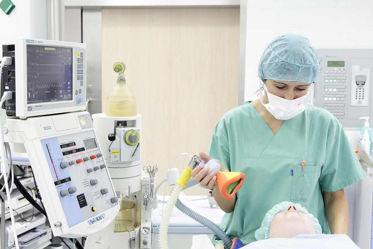 Rotkreuzschwestern in der Intensivfachpflege
